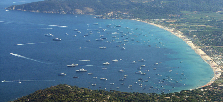 Anchorage of yachts in the bay of Pampelonne